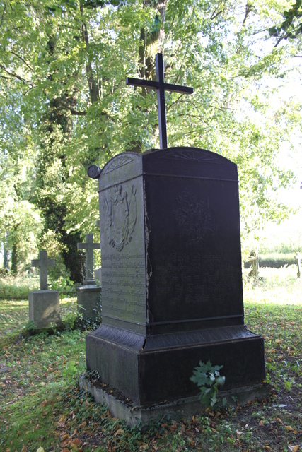 4 Nagrobek rodziny Henckel von Donnersmarck1.jpeg
