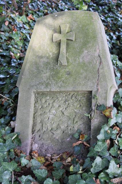 2 Pozostałości po cmentarzu niemieckim2.jpeg