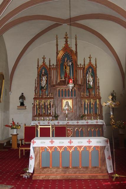5 Ołtarz główny polichromowany ze złoceniami, styl neogotycki, powstał w 1874-1880 r..jpeg