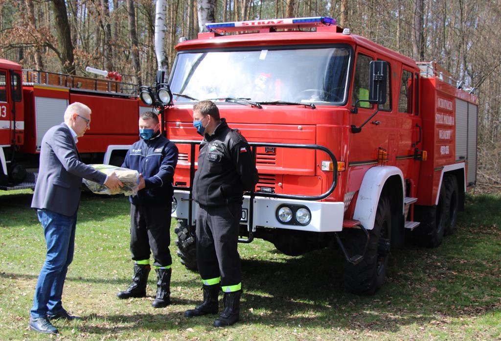 Prezes Ferma-Pol w Zalesiu Jacek Jagiełłowicz, OSP Włochy.jpeg