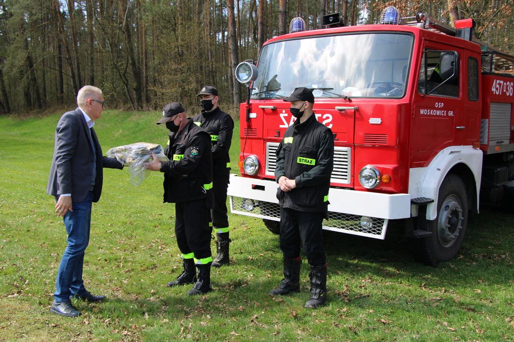 Prezes Ferma-Pol w Zalesiu Jacek Jagiełłowicz, OSP Woskowice Górne.jpeg