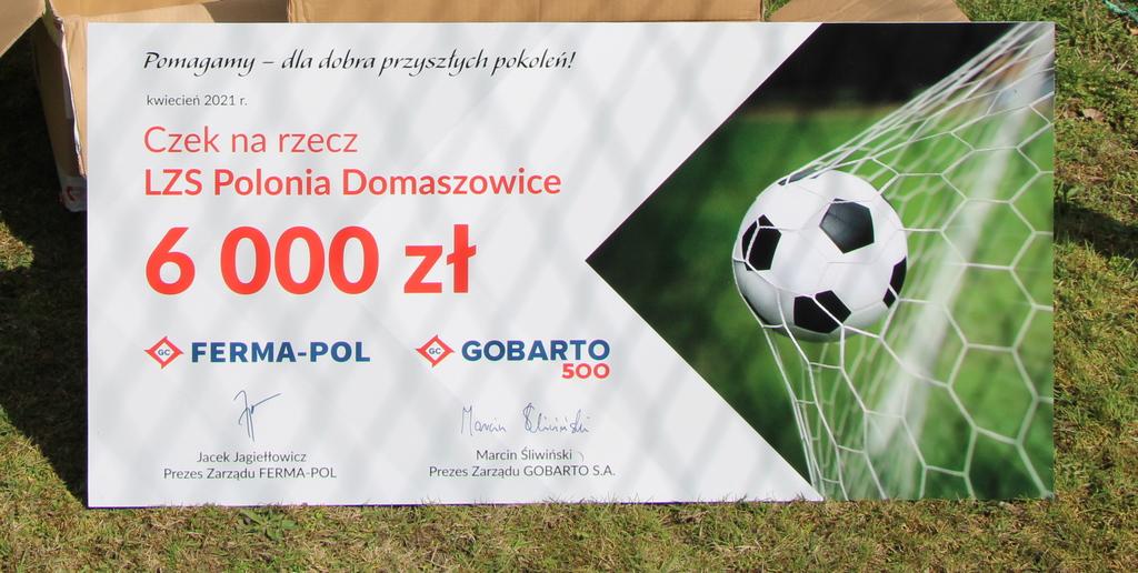Symboliczny czek na rzecz LZS Polonia.jpeg