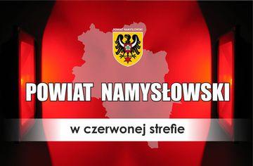 Powiat namysłowski w czerwonej strefie. Grafika z mapką powiatu i herbem.