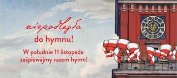 Niepodległa do Hymnu. Grafika promująca wydarzenie. Na grafice widać niebo i fragment wieży z zegarem Zamku Królewskiego w Warszawie ozdobiony flagami narodowymi.